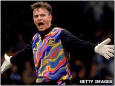 Sombody give Mark Bosnich a Jello Pudding Pop already. (Early 90s)