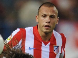 Heitinga, who's previous works were opposite Maxi Rodgriguez at Madrid and Ewan McGregor in Trainspotting