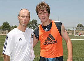 More impressive about this pic: Junior's hair or that Bobbo used to coach Chivas USA?